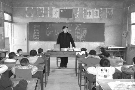 日,巴中市南江县第四中学的教室 这个家住南江县南江镇文安村的贫图片