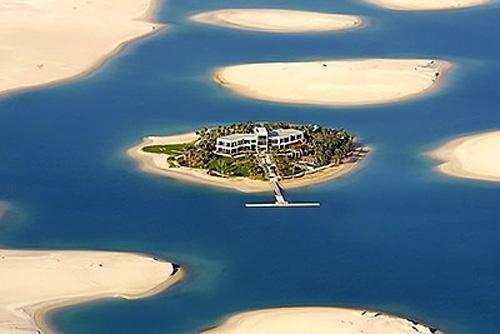 迪拜棕榈岛工程由许多人工岛组成