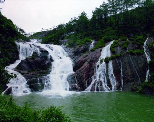 秦岭九龙潭风景区,位于秦岭北麓,西安市长安区境内的喂子坪.