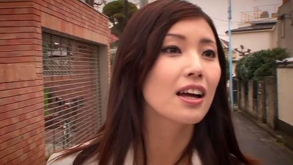 她的名字叫做: 中文名:真,白,希,実 现用:秋元真希 英文:mai hanano