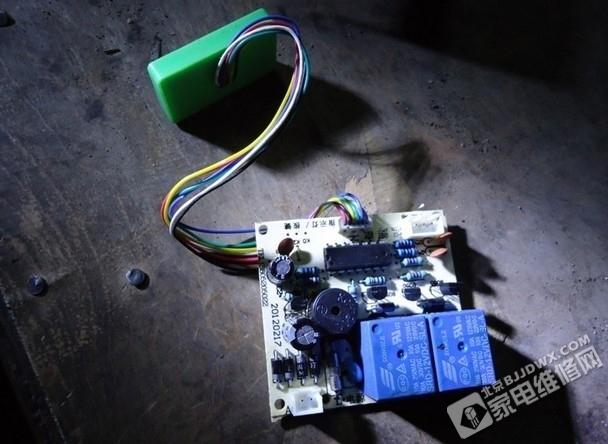 经过对豆浆机电路原理图的了解,另一端直接和电机,加热器一端并了一块