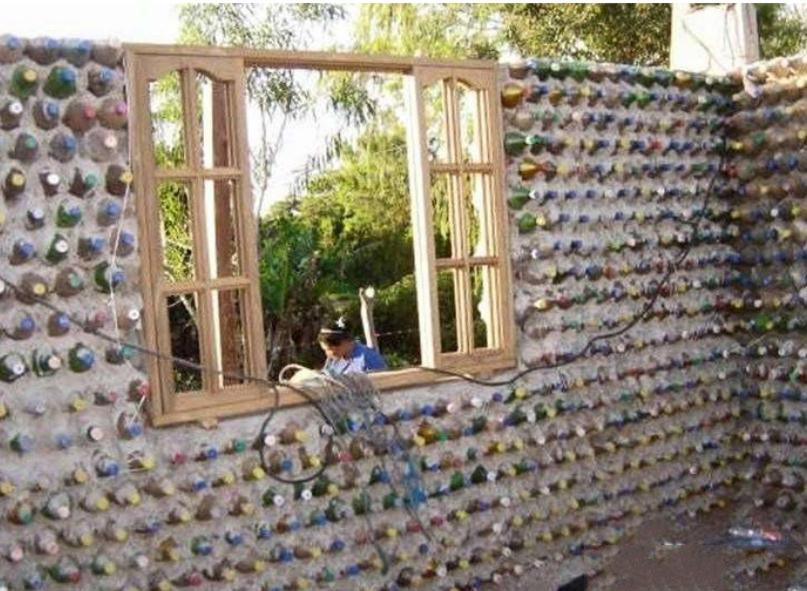 男子用塑料瓶盖房,起初遭到嘲笑成品却让人闭嘴 - 周公乐 - xinhua8848 的博客