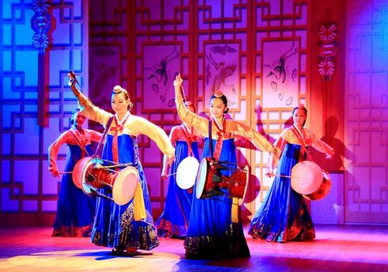 长鼓舞:朝鲜族民间舞蹈.