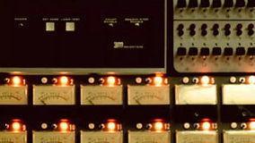 Thirteen (Alternate Mix) 官方版