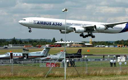 a340-600较上一代400座级客机有较低航班成本和座位成本.